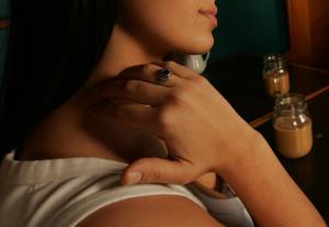 19 - Toccarsi il collo